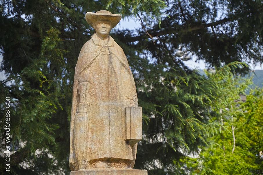 Itinerari per Escaldes-Engordany. Escultura de Jacint Verdaguer al parc de la Mola. Andorra.