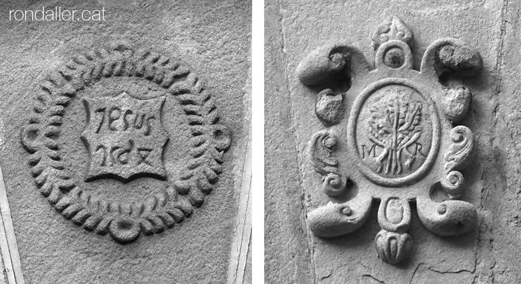 Sagrera de Sant Feliu de Codines. Dos escuts a les dovelles de la Casa Rectoral.