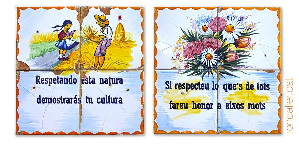Dos plafons ceràmics de Manolo Safont, amb rodolins fent esment a respectar la natura.