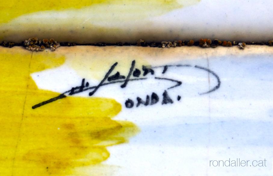 Rajoles a Centelles. Signatura del ceramista d'Onda (València) Manolo Safont.
