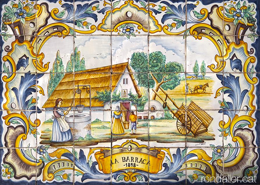 Plafó ceràmic que recorda la novel·la La Barraca de Vicente Blasco Ibáñez escrita el 1898..