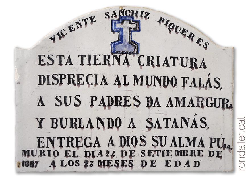 Làpida de ceràmica amb una inscripció dedicada un infant. Museu de Ceràmica.