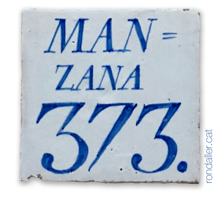 Rajola del segle XVIII, corresponent a la mansana 373 al carrer Serrans de València.