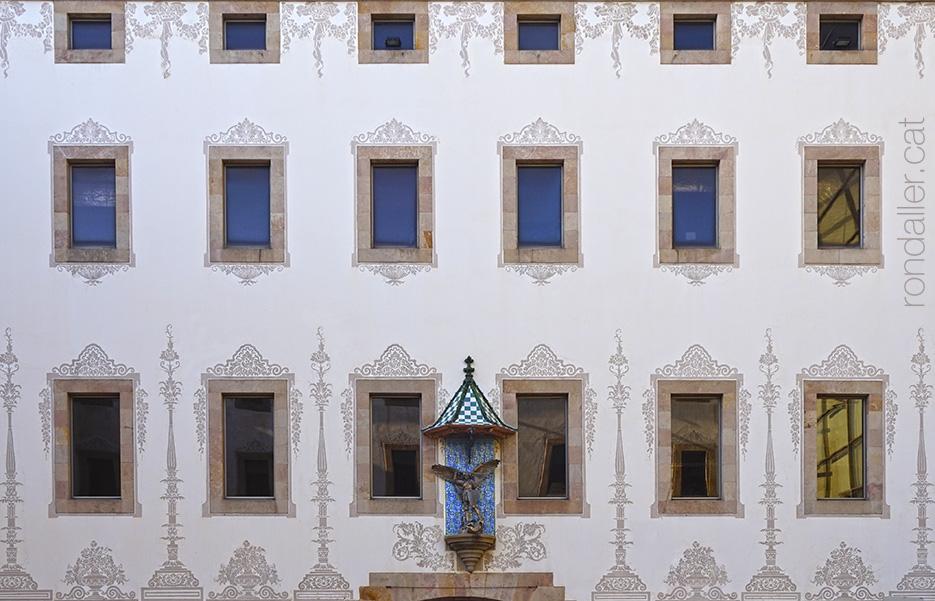 Barri del Raval. Façana de la Casa de la Caritat, actualment el CCCB, al carrer Montalegre.