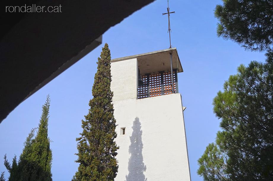 Campanar de l'església de Nostra Senyora del Vilar de Blanes, al barri d'Els Pins.