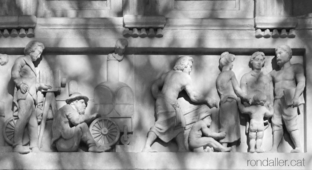 Casa Blajot. Detall del fris en relleu realitzat per Rossend Nobas amb la invenció de la màquina de vapor.