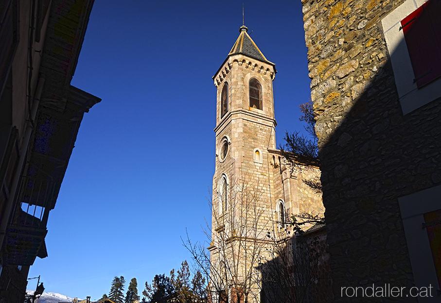 Municipi de Das, Baixa Cerdanya. Església de Sant Llorenç projectada el 1901 per Salvador Vinyals Sabaté.