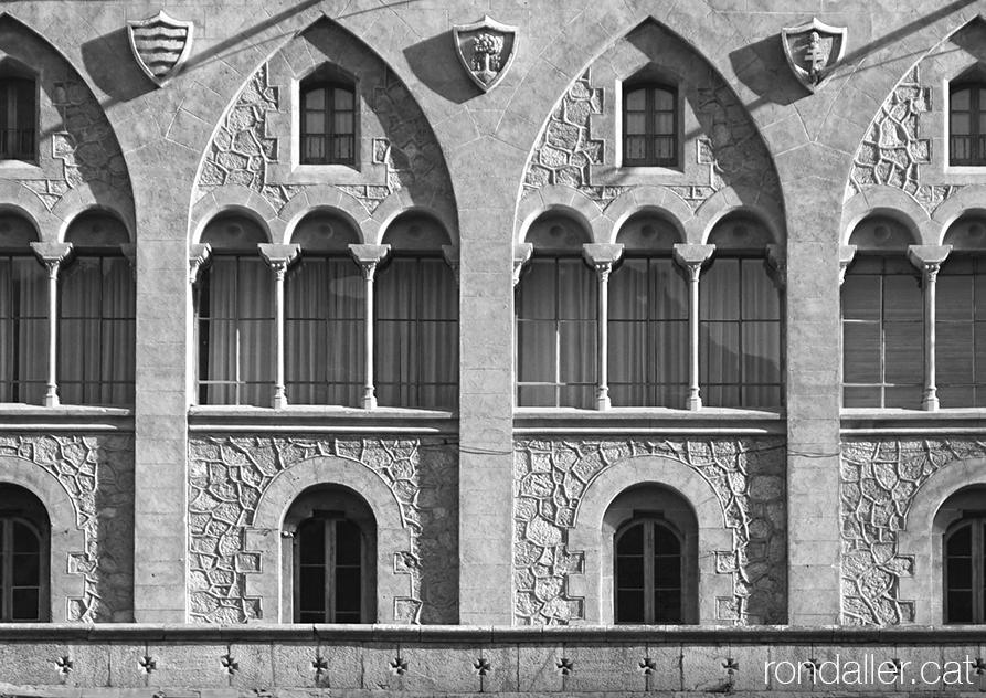 Façana del castell de la Torre del Riu a Alp a la Baixa Cerdanya. Obra realitzada per Calixt Freixa Pla.