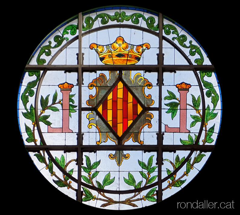 Vitrall amb l'escut de la ciutat al Mercat Municipal de València, projectat per Enric Viedma i Vidal.