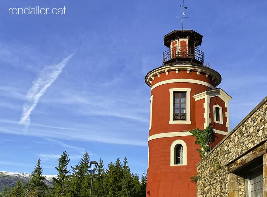 Passejada per Puigcerdà. Antiga torre de vigilància de la Casa Fabra, reformada el 1879 com a mirador.