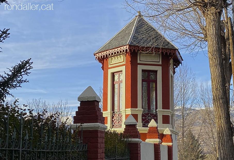 Passejada per Puigcerdà. Glorieta del segle XIX al jardí de la Torre del Rellotge.