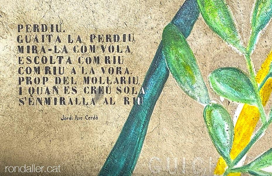 Mural amb un poema de Jordi Pere Cerdà, conegut com Antoni Cayrol a la Place du Souvenir.