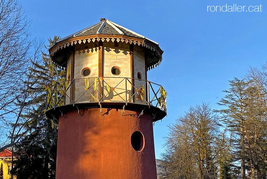 Passejada per Puigcerdà. Mirador amb forma de torreó manat construir per Josep Clausolles.