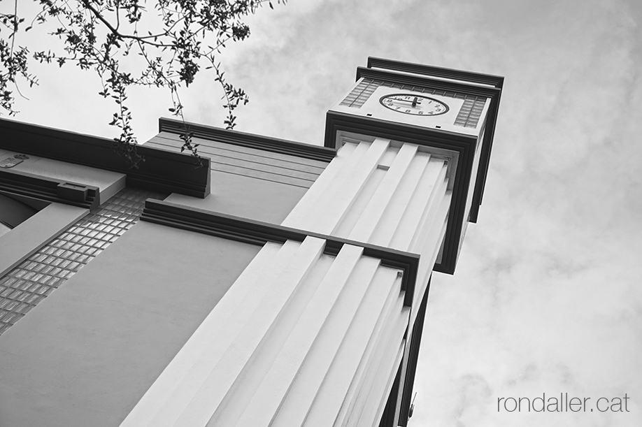 Quart de Poblet. Torre amb el rellotge del nou ajuntament, edificat el 1989 a la plaça del País Valèncià.