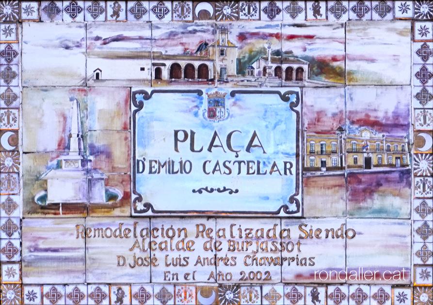 Itinerari per Burjassot. Plafó ceràmic de la plaça d'Emilio Castelar, remodelada el 2002.