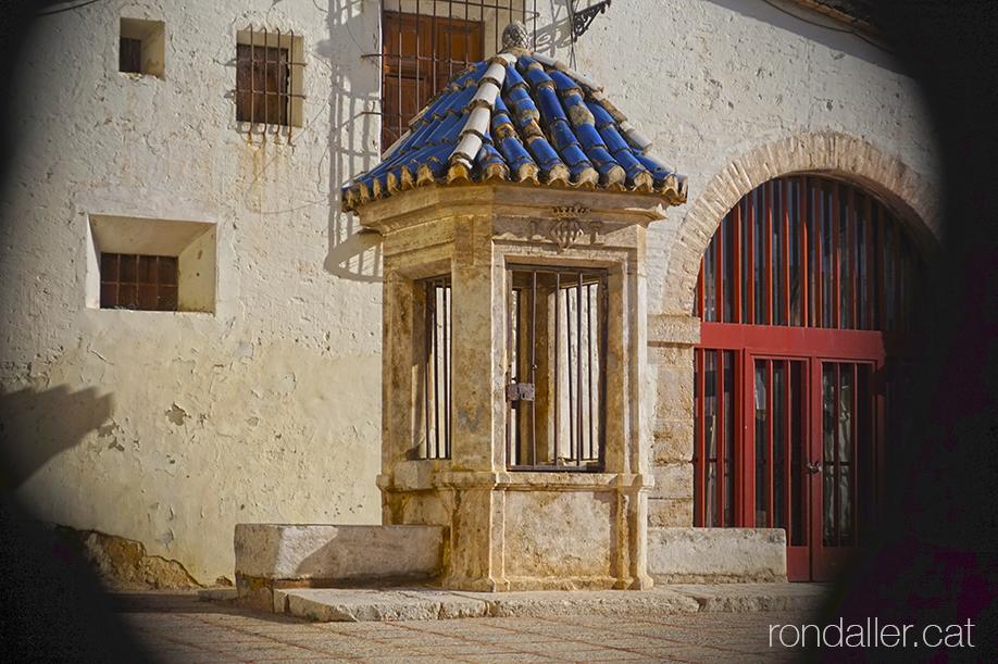 Itinerari per Burjassot. Pou de pedra a l pati de l'ermita de Sant Roc. Horta Nord de València.