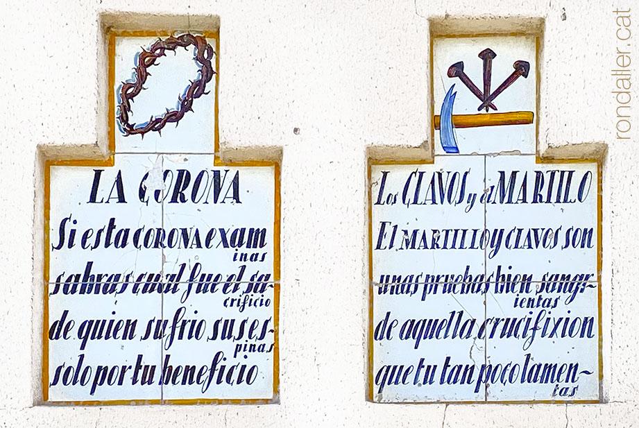 Plafons ceràmics amb els símbols de la Passió o Arma Christi a la parròquia de la Mare de Déu de Sales a Sueca.