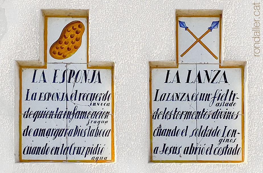 Plafons ceràmics amb les Arma Christi a l'església de la Mare de Déu de Sales de Sueca.