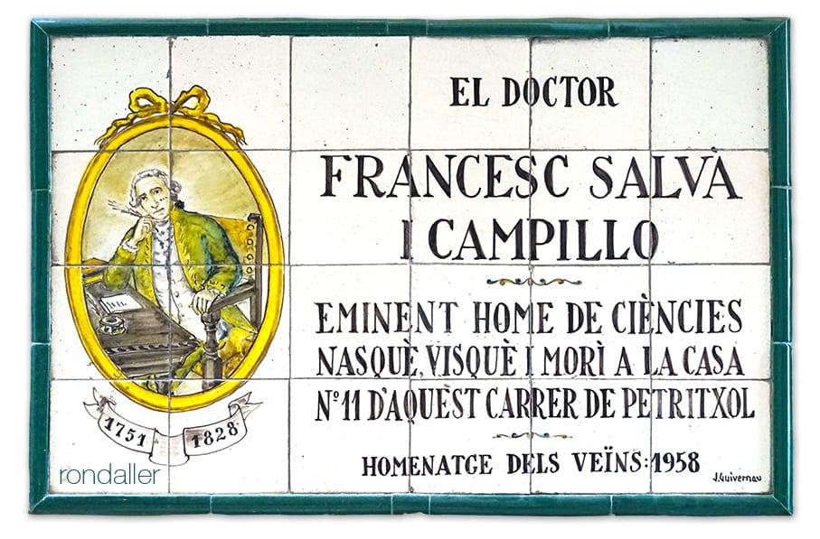 Plafó ceràmic de Joan Baptista Guivernau al carrer Petritxol dedicat al doctor Francesc Salvà i Campillo.