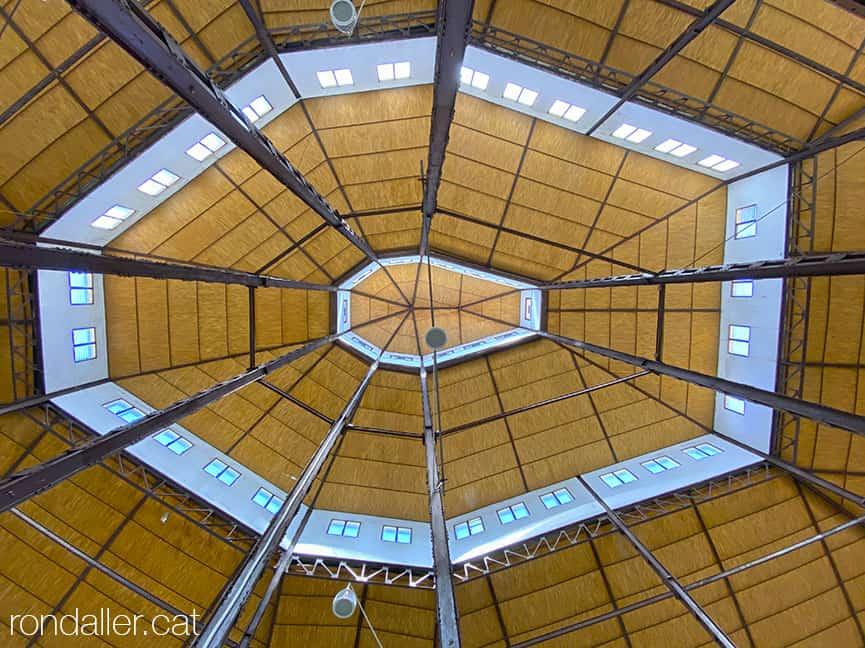 Passejada per Sueca. Sostre poligonal del Mercat Municipal, projectat el 1954 per Juliàn Ferrando i Ortells.