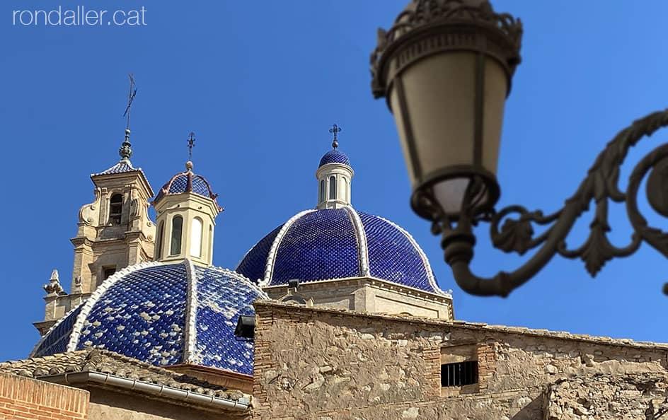 Passejada per Sueca. Cúpules i campanar de l'església parroquial de Sant Pere Apòstol