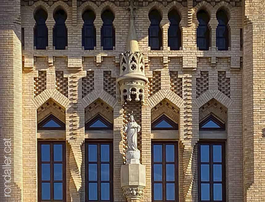 Passejada per Sueca. Façana de l'Asil d'Ancians, projectat el 1919 per Buenaventura Ferrando Castells.