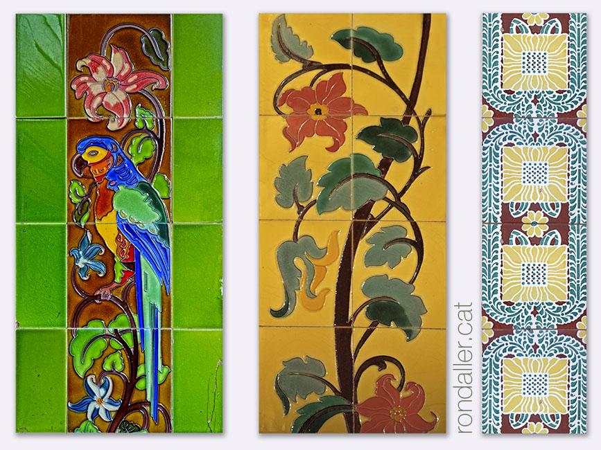 Brancals enrajolats de les portes dels barri de Campanar, amb un guacamai, flors i motius abstractes.