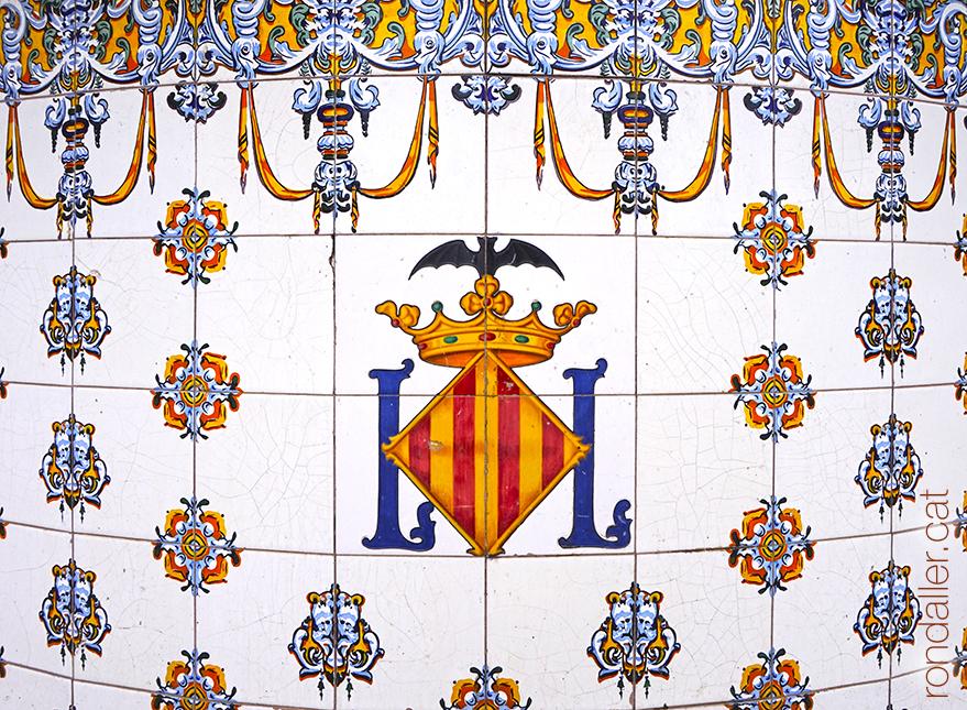 Decoració ceràmica al quiosc de l'Albereda. El Pla del Real de València.