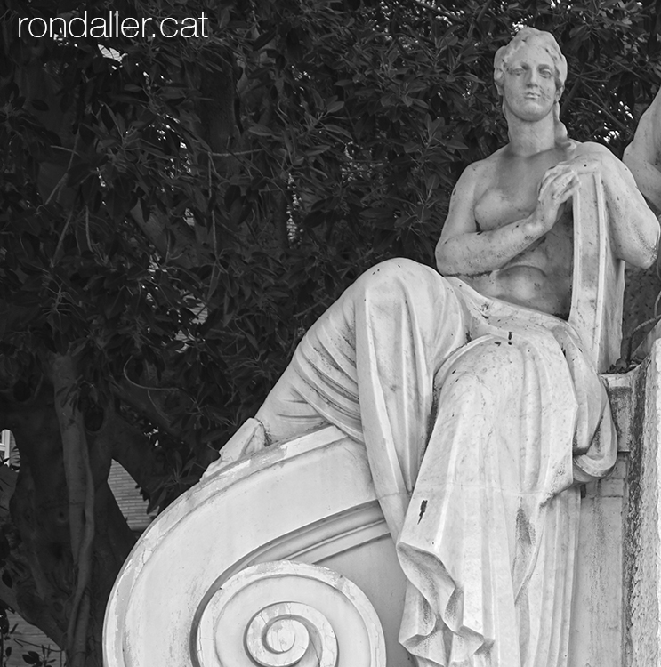 Monument al doctor Moliner al passeig de l'Albereda. El Pla del Real de València.