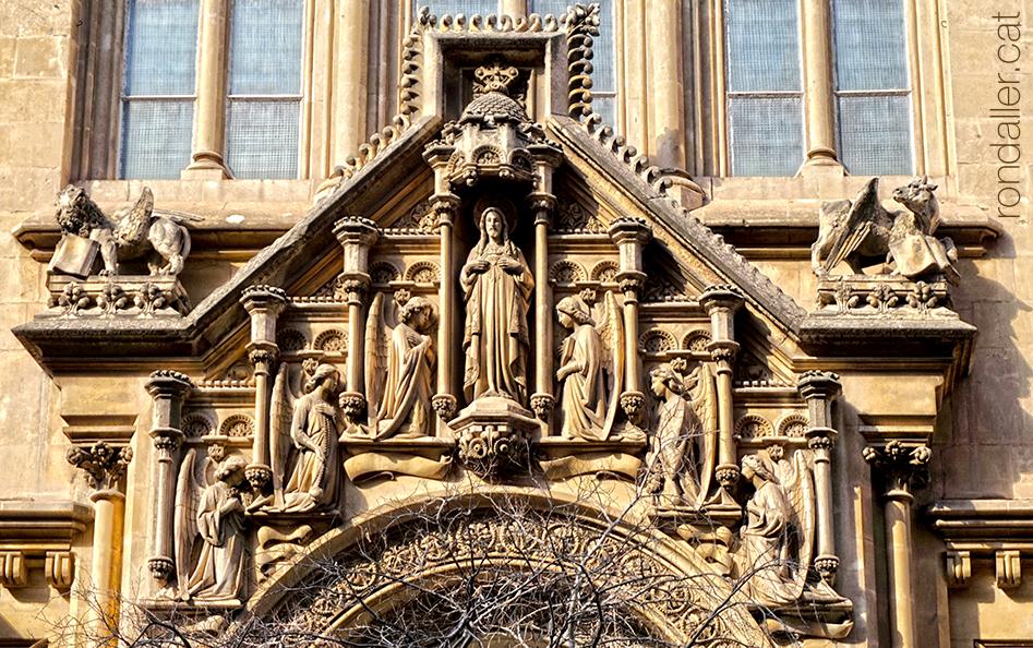 Conjunt escultòric de l'església del Sagrat Cor dels Jesuïtes de Barcelona projectada per Joan Martorell.