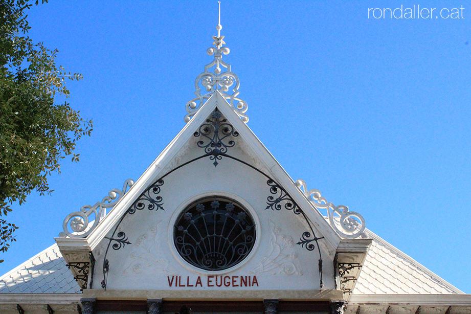 Decoració del xalet modernista Villa Eugenia, a l'avinguda Joan Peset Aleixandre.