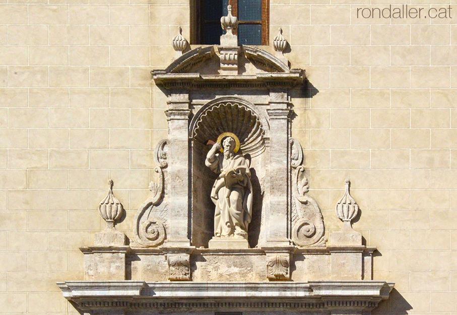 Portalada de l'església de Sant Bartomeu Apòstol, en estil barroc valencià, a Godella, a l'Horta Nord.