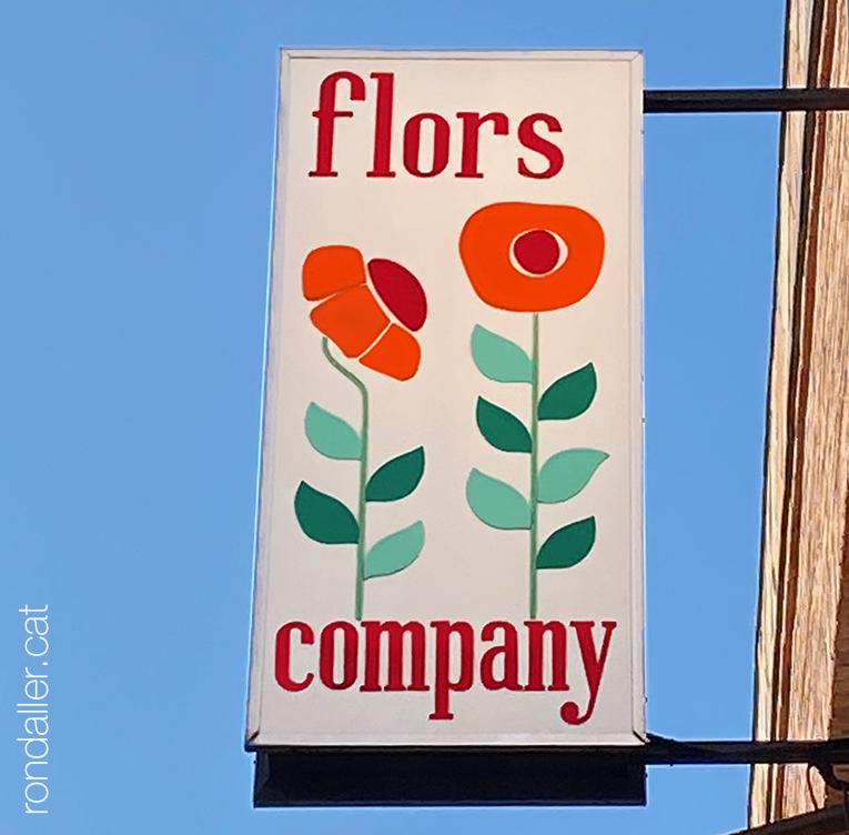 Rètol de vinil de Flors Company al carrer Madoz d'El Prat de Llobregat.