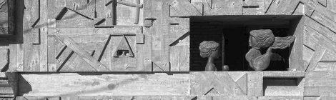 Vista parcial de l'escultura d'Àlvar Suñol amb el nom Les quatre estacions, a l'avinguda Isaac Albéniz de Tiana.