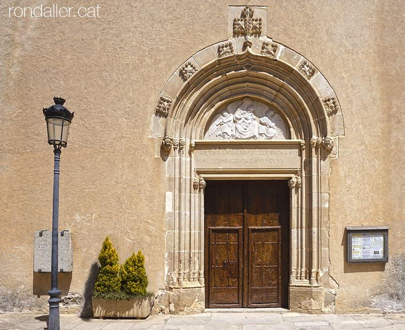 Portalades medievals del Maresme. Església de Sant Feliu de Cabrera de Mar (Maresme).