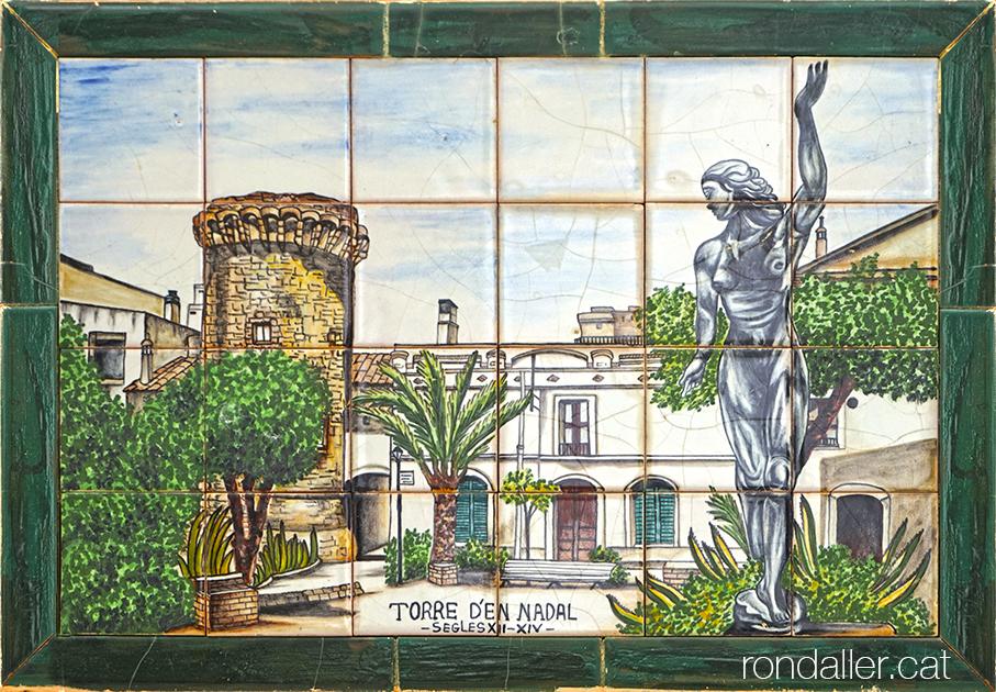 Plafó ceràmic de la masia Cabot de Vilassar de Mar amb la imatge de la Torre d'en Nadal.