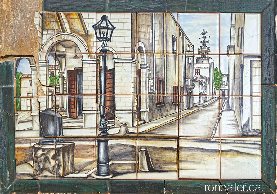 Plafó ceràmic amb una imatge antiga del carrer Sant Joan i l'edifici del Foment.