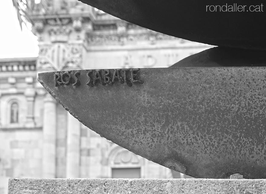 Monument a la batalla de Lepant, realitzat per Joaquim Ros i Sabaté, davant el Museu Marítim de Barcelona.