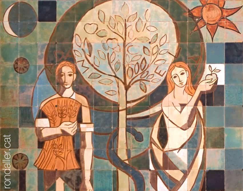 Obra realitzada a la façana el 1950 pel ceramista Enric Serra i Abella, que representa Adam i Eva.