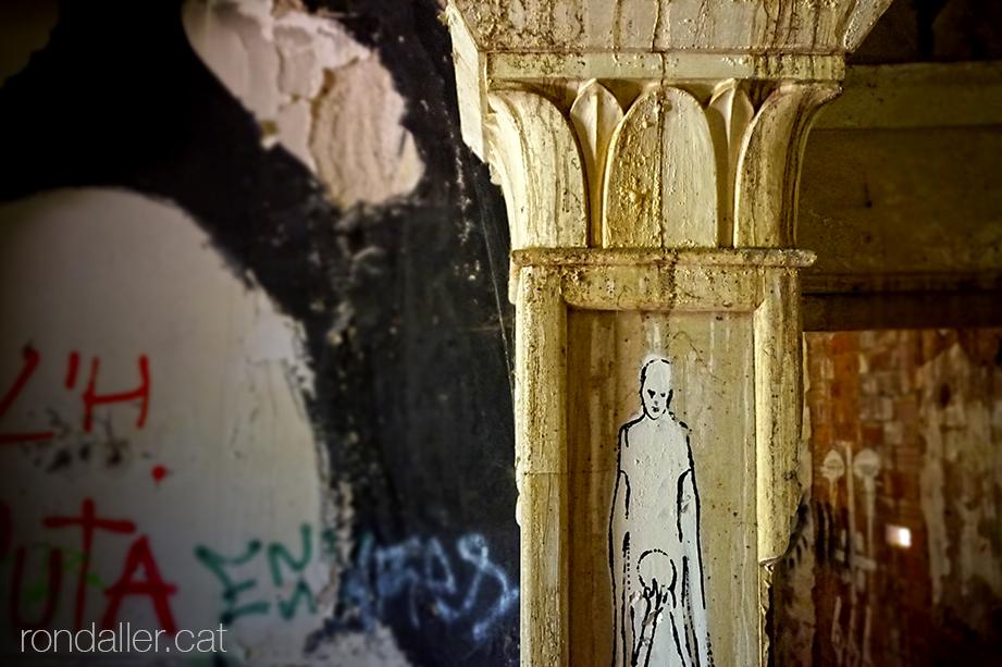 Degradació a l'interior de l'antiga capella del balneari de la Puda de Montserrat a Esparraguera (Baix Llobregat).