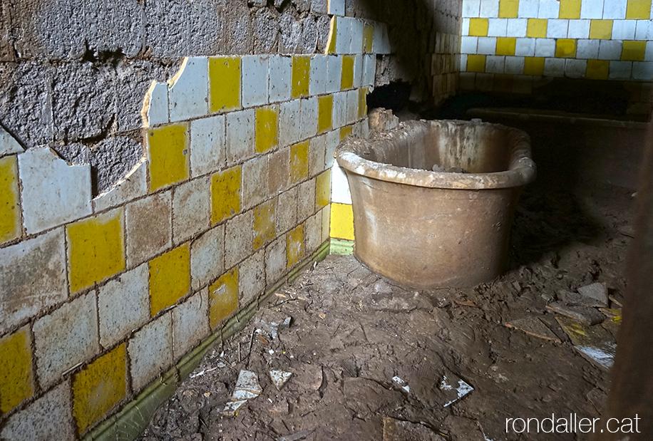 Una de les sales de banys del balneari de la Puda de Montserrat a Esparreguera (Baix Llobregat).