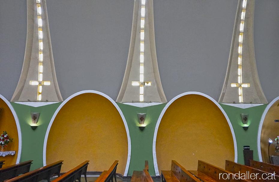 Interior de l'Església Nova de Pont de Suert, Alta Ribagorça, projectada per Eduardo Torroja.