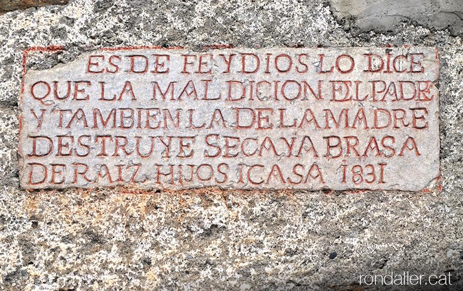 Inscripció del segle XIX a la façana del molí fariner.