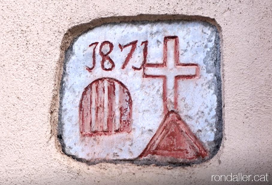 Carreu gravat amb la data 1871 al carrer Margalida de Bossòst (Vall d'Aran).