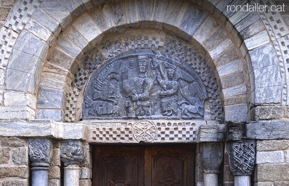 Visita a Bossòst (Vall d'Aran). Timpà romànic de l'església dera Mair de Diu dera Purificació.