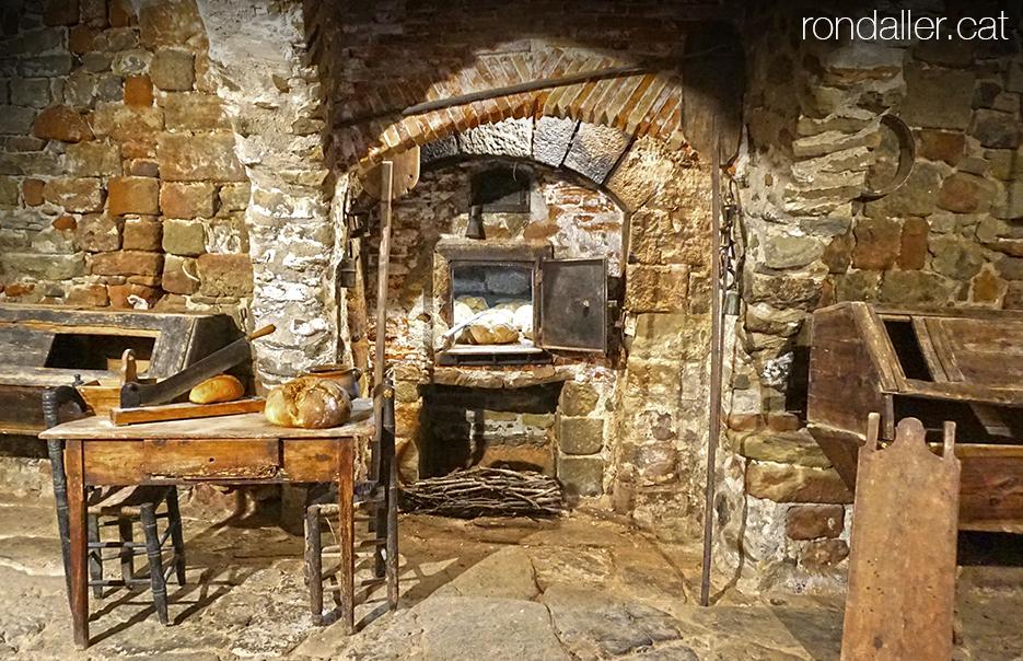 Itinerari per Torà, Segarra, Vall del Llobregós. Antic forn de pa museïtzat.
