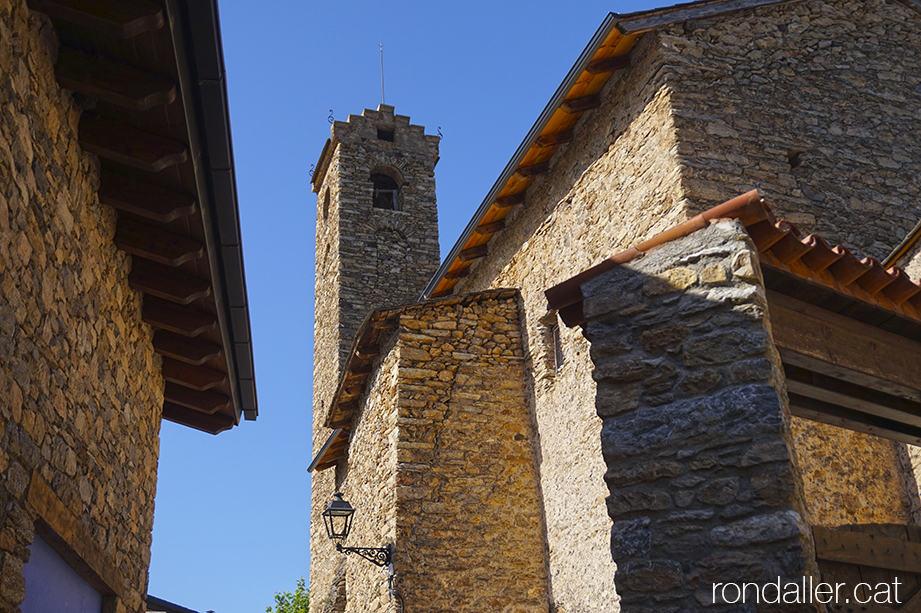 Visita a Estamariu a l'Urgellet, Alt Urgell. Campanar de l'església parroquial de Santa Cecília.