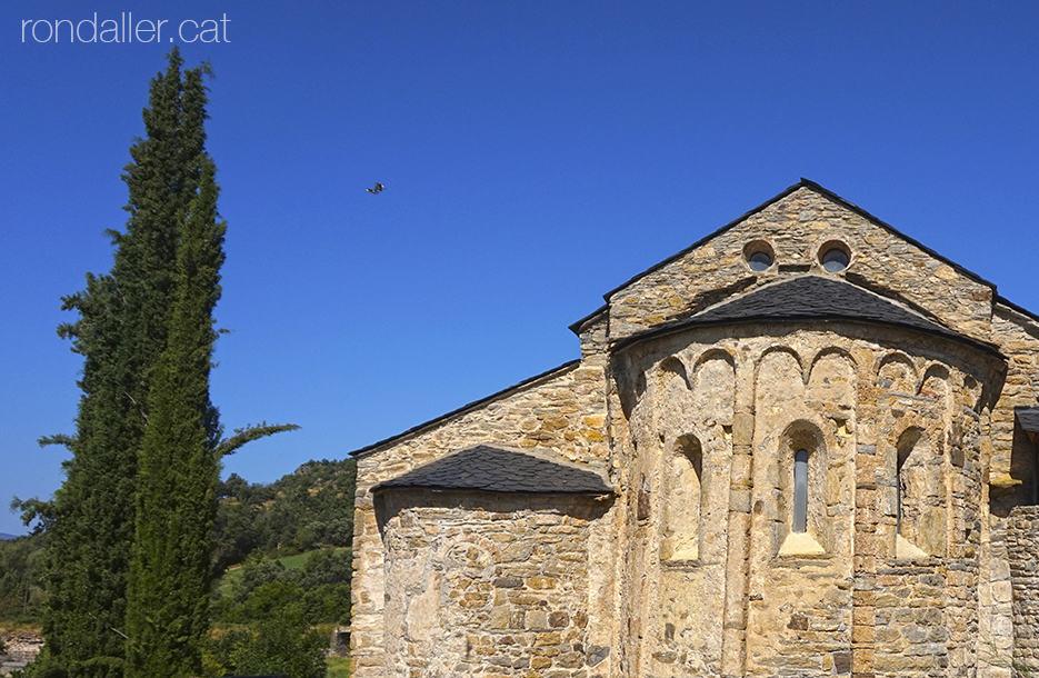 Visita a Estamariu a l'Urgellet, Alt Urgell. Absis de l'església romànica de Sant Vicenç.