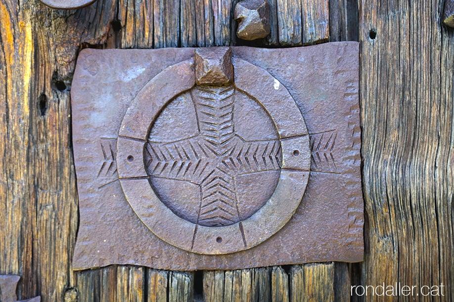 Visita a Estamariu a l'Urgellet, Alt Urgell. Picaporta de l'església de Santa Cecília.