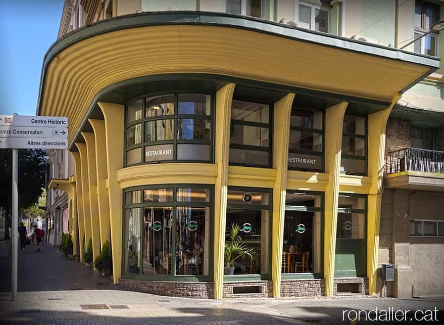 Antic restaurant Miami de Manresa, construït els anys cinquanta en estil art-déco.